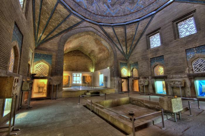 Выставочный зал с экспозициями