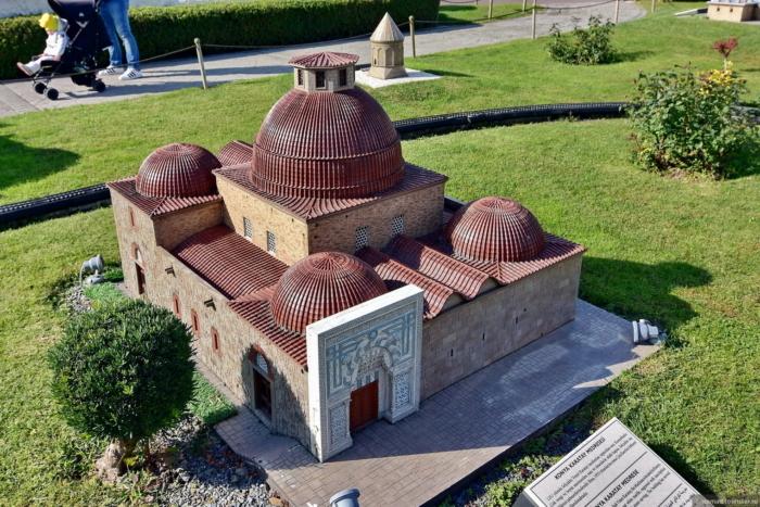 Здание медресе в миниатюре