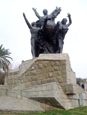 Памятник Ататюрку - дань уважения великому человеку