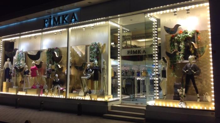 Вход в знаменитый магазин Fimka в районе Лалели