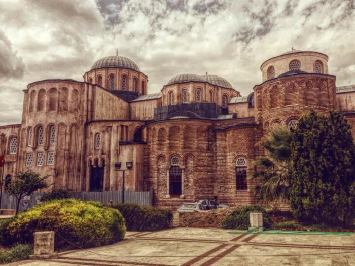 Величественный фасад храма Пантократора в Стамбуле
