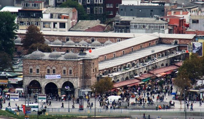 Вид на Египетский базар в Стамбуле с высоты птичьего полета