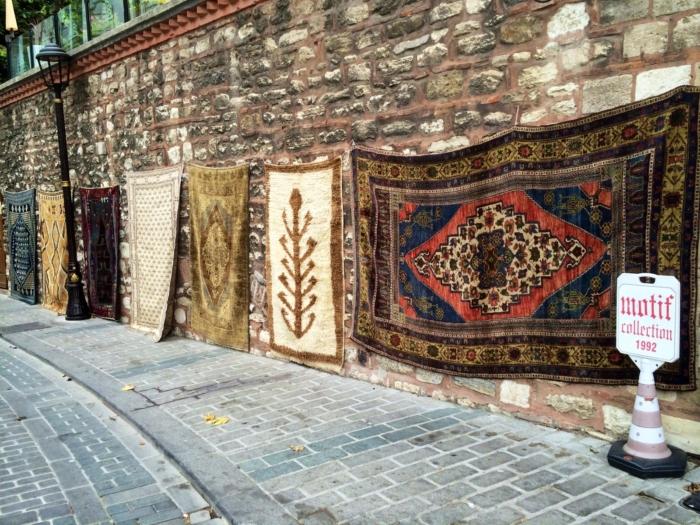 Необычные ковры ручной работы магазина Motif Collection