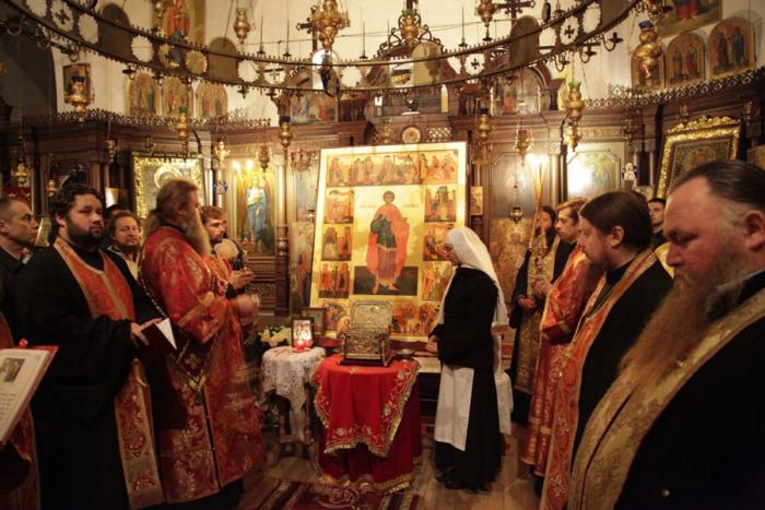 Служение в небольшом Свято-Пантелеимоновом монастыре