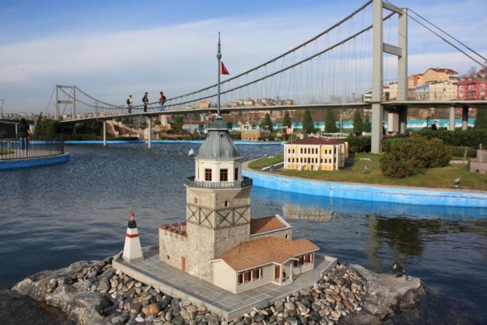 Миниатюрная копия Девичьей Башни в Стамбуле