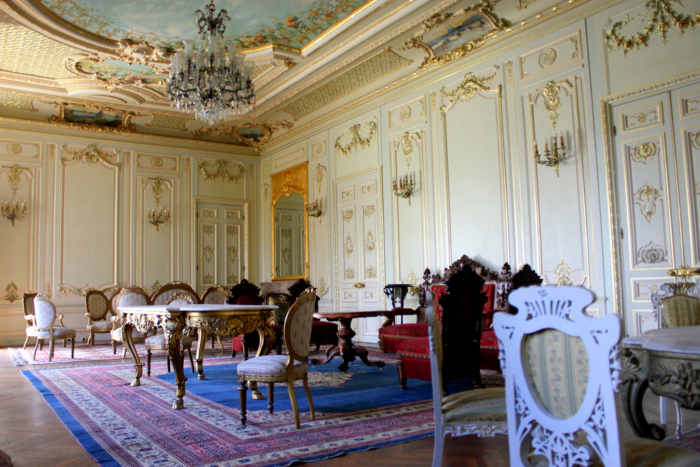 Один из обеденных залов во дворце Йылдыз в Стамбуле