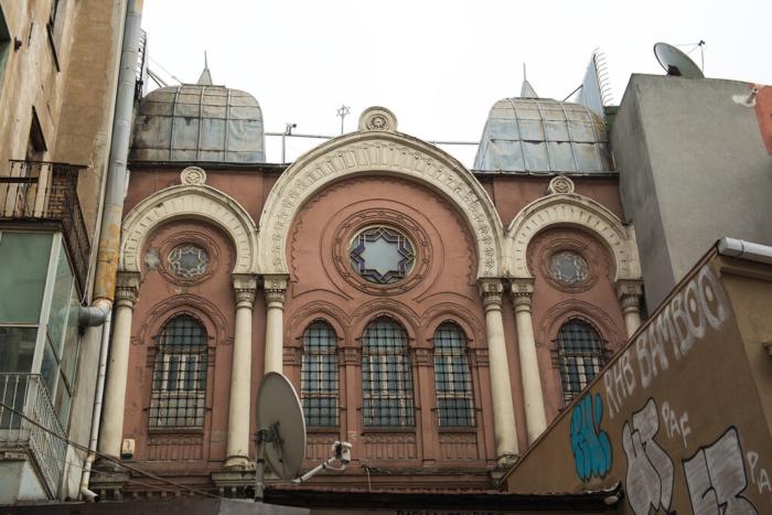 Фасад здания синагоги Ахрида в Турции