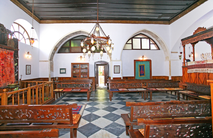 Дизайн внутри синагоги Этц-Ахаим в Турции