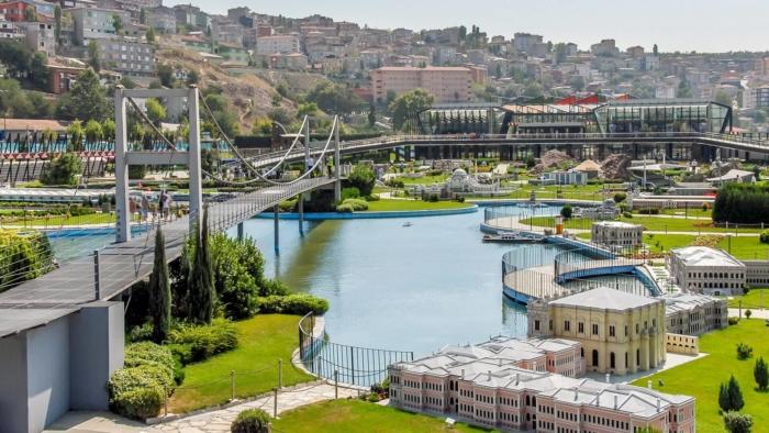 Знаменитый Босфорский мост в миниатюре