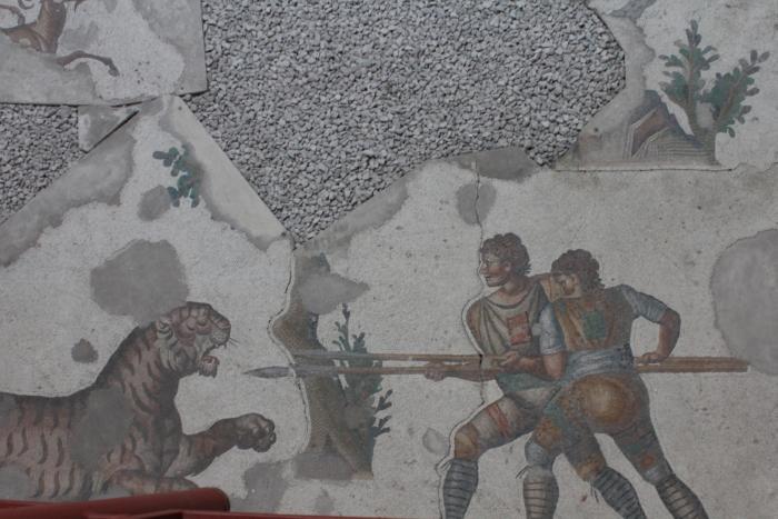 Охота на тигра - сюжет одной из мозаик в музее