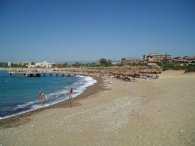 Один из пляжей в поселке