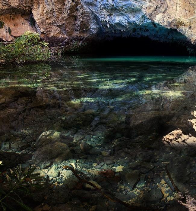 Таинственное озеро в пещере