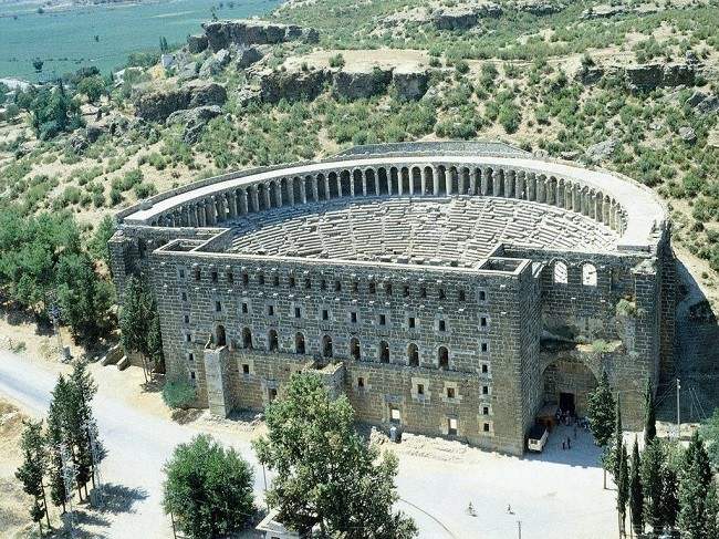 Величественное здание Аспендоса