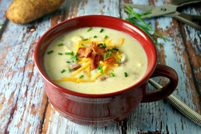 Картофельный суп-пюре приготовленный в мультиварке