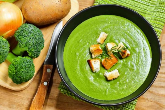 Зеленый суп-пюре из брокколи