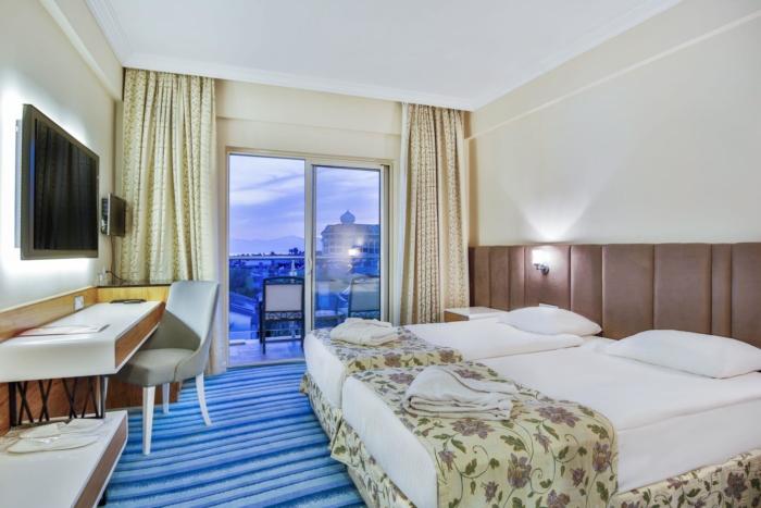 Стандартный номер на двоих в пятизвездочном отеле в Богазкенте (Белек)