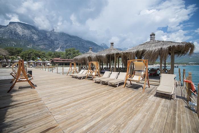 Причал для лодок и место для отдыха туристов