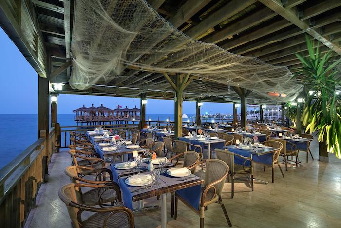 Один из ресторанов на территории пятизвездочной гостиницы