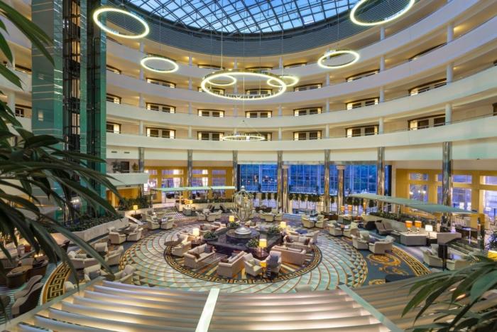 Роскошное лобби в отеле 5 звезд Calista Luxury Resort