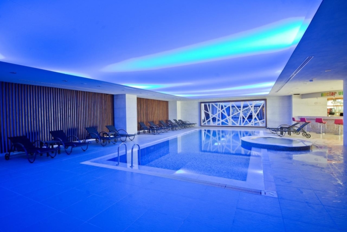 Крытый бассейн внутри здания отеля Dionis Resort Spa 5 в Белеке