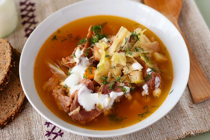 Суп по-румынски со сливками и курицей