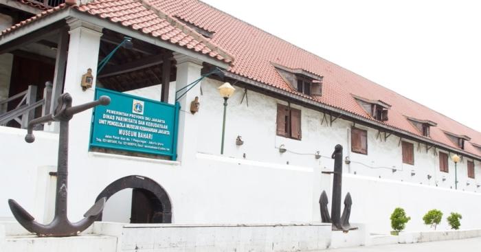 Фасад здания музей Бахари - морская достопримечательность Джакарты