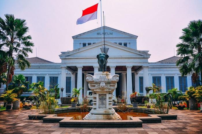 Величественное здание Национального Музея Индонезии в Джакарте