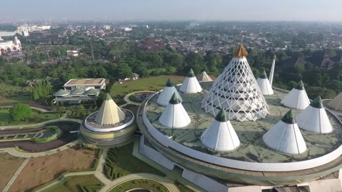 Огромная территория музея Сухарто