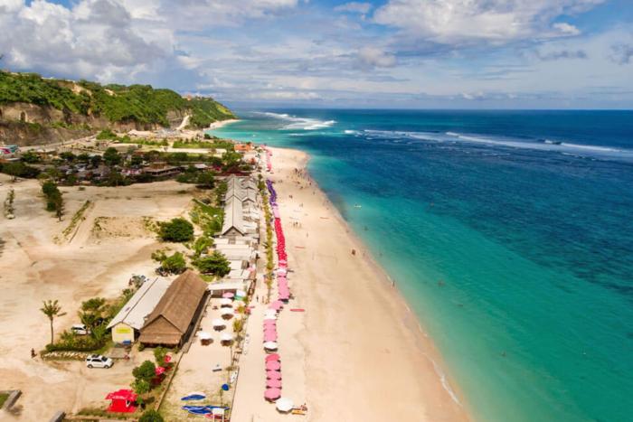 Вид на Pandawa Beach с высоты птичьего полета