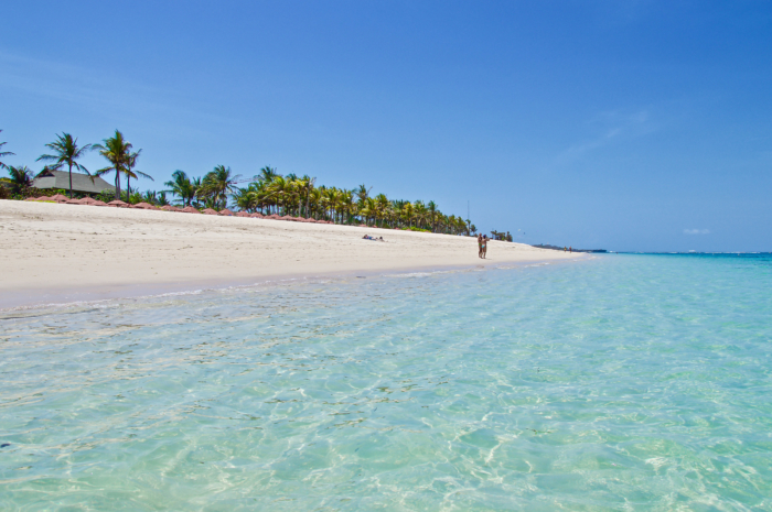 Белоснежный песок и кристально чистая вода на пляже Гегер (Бали)
