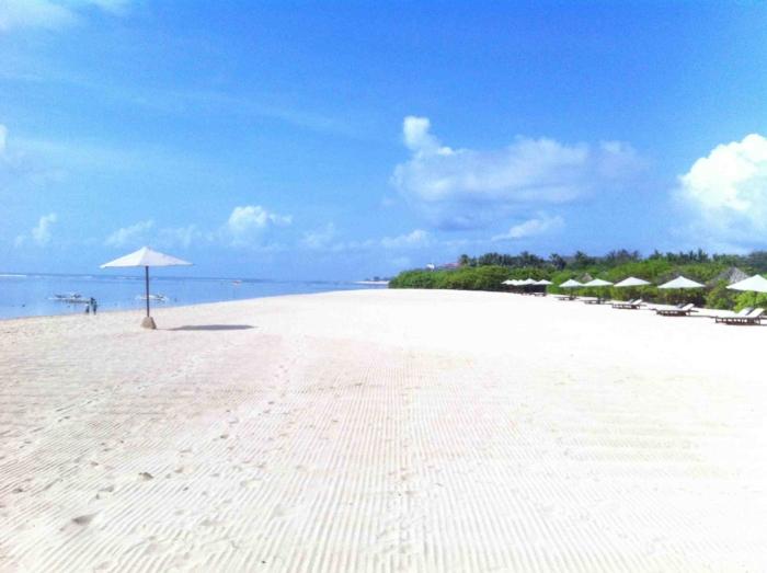 Белоснежный песок на White Sand Beach