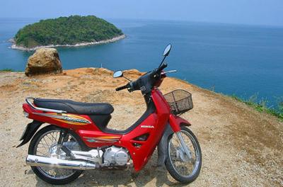 Арендованный мотоцикл на пляже Банг Тао