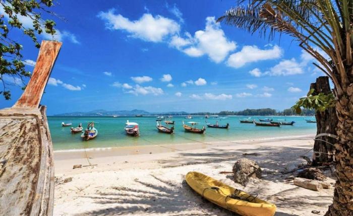 Лодки с гидами - к услугам туристов