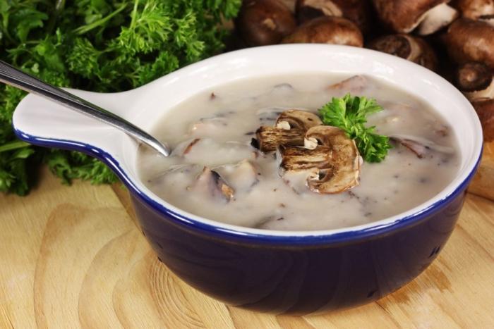 Густой суп из шампиньонов по французскому рецепту
