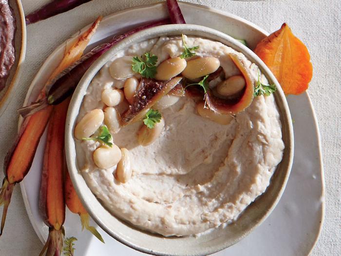 Готовый хумус из белой фасоли