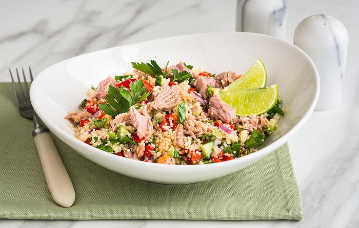Тунец — изюминка салата с кус кус