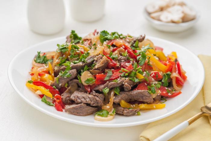 Говяжье мясо по-китайски с цветным болгарским перцем