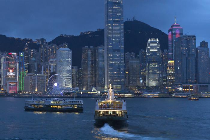 Вид на ночной остров Гонконг