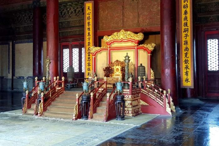 Один из главных залов во дворце Ламы