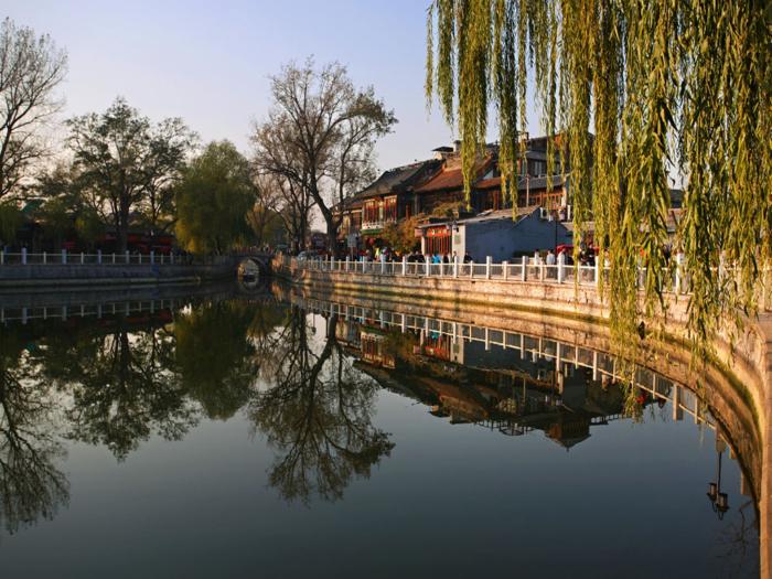 Озеро в парке Шичахай