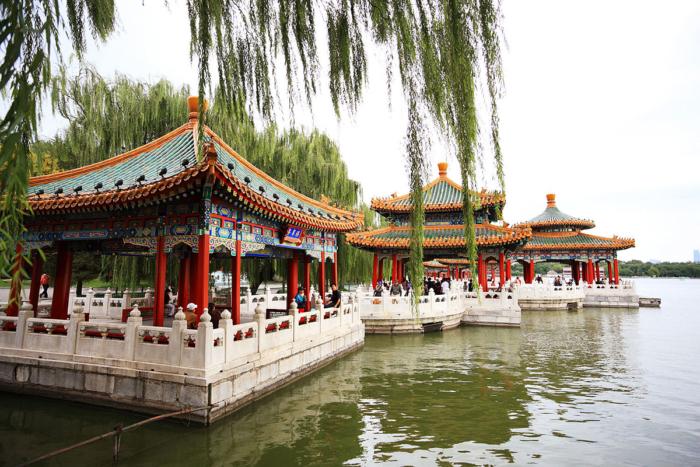 Плавучие беседки в парке Бейхай (Китай)