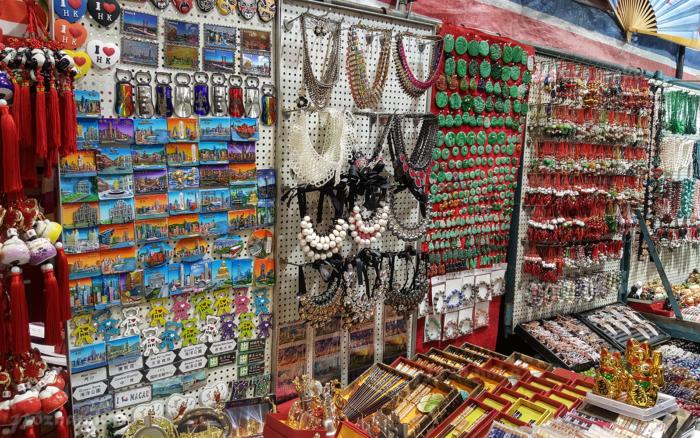 Один из магазинов на женском рынке