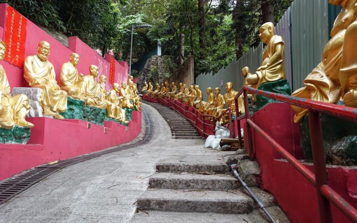Лестница в монастырь 1000 будд
