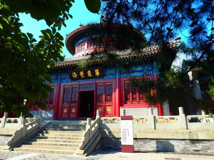Вход в храм Большого Колокола