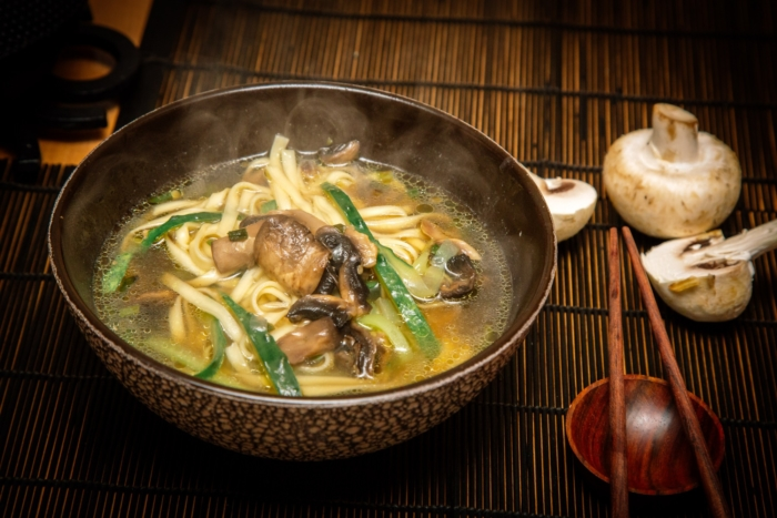Говяжий бульон с древесными грибами по-китайски