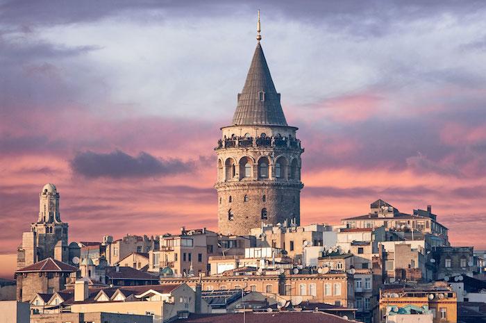 Потрясающий вид на купол Галатской Башни в Стамбуле