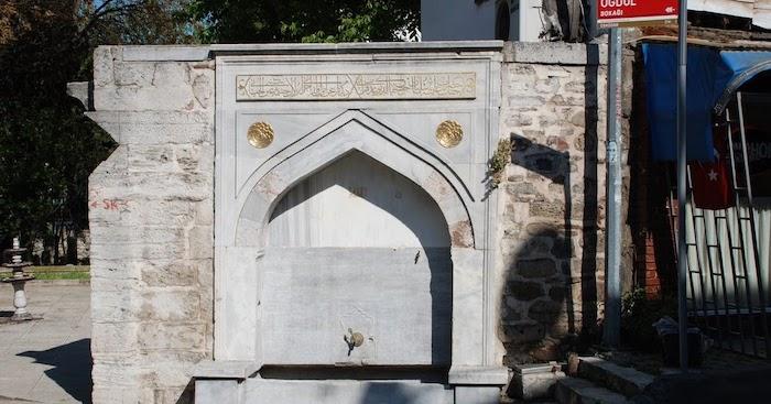 Просто оформленный памятник Aishe Sultan