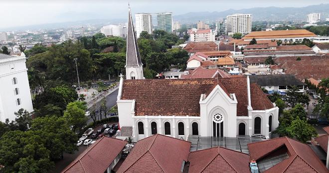 Здание собора Святого Петра (Бандунг)