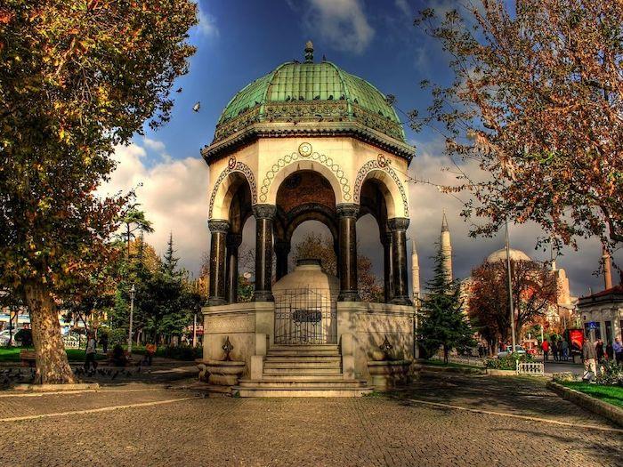 Немецкий фонтан выполненный в европейском стиле в Стамбуле