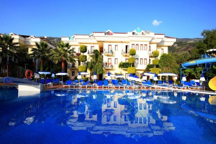 Внешняя отделка отеля Yel Holiday Resort выполненная в голубых тонах